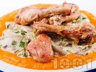 Пилешки бутчета с фрикасе от гъби кладница в сос от тиква, прясно мляко, бяло вино и готварска течна сметана на фурна